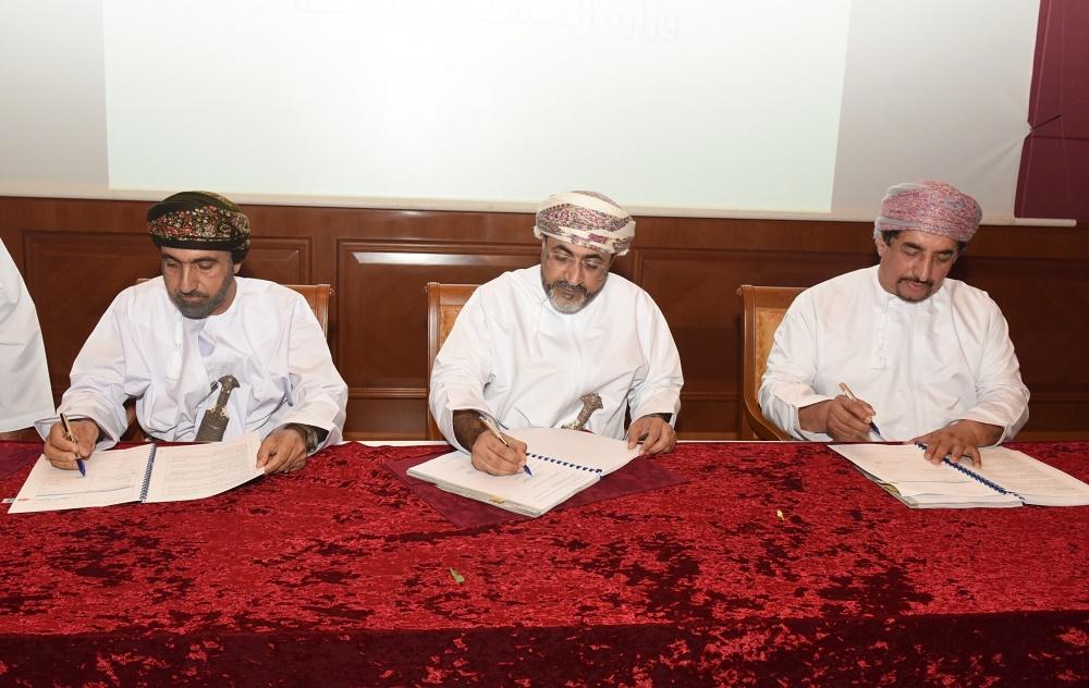 توقيع اتفاقية تطوير مشروع مجمع قريات السياحي المتكامل