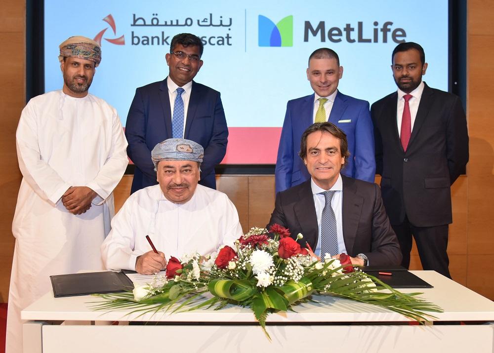 بنك مسقط و متلايف يوقعان اتفاقية شراكة لتقديم خدمات الحلول التأمينية